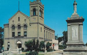 Cenotaph & Town Hall , DAUPHIN , Manitoba , Canada , 50-60s