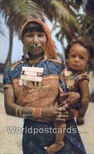 Panama San Blas Una India Kuna con su hijo