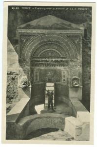 Italy, Pompei, Fontana grande di Mosaico, in Via di Mercurio, unused real photo