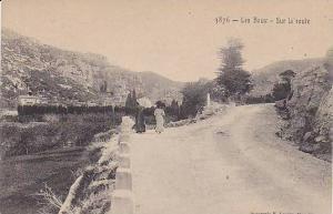 Les Baux (Bouches-du-Rhône), France, 1900-1910s : Sur la route