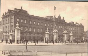 UK - London Buckingham Palace 01.82