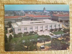THE NATIONAL MUSEUM OF HISTORY AND TECHNOLOGY IN WASHINGTON.VTG POSTCARD*P11