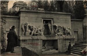 CPA PARIS 20e Le Monument Aux Morts (254668)