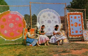 Paraguay - Nanduti Weavers