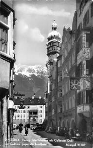 Innsbruck Herzog Friedrichstrasse mit Goldenem Dachl und Stadtturm Auto Cars