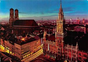Muenchen am Marienplatz Neues Rathaus Frauenkirche Church Town Hall Night view
