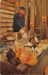 B94548 aalsmeer fabricant de sabots woodenshoemaker types folklore netherlands
