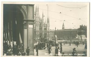 Italy, Milano, Piazza Duomo dalla Via Mercanti, 1910s-20s
