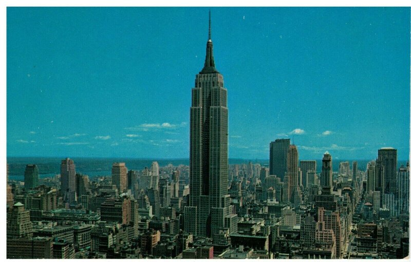 Postcard - Uptown Skyline Of Empire State Building & R.C.A. Bldg. New York City