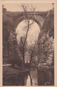 Paris , France , 1910s ; Pont de briques , Buttes Chaumont Park