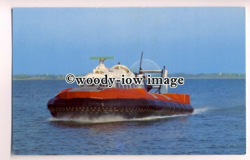 f0822 - Hovertravel SRN 6 Hovercraft arriving at Ryde , Isle of Wight - postcard