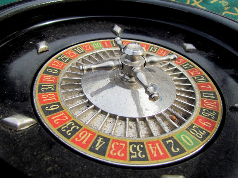 VINTAGE 1940s GAME ROULETTE WHEEL
