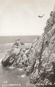 RP: Acapulco , Mexico , 1940s ; Clavadista