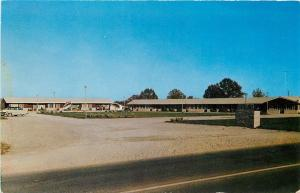 Manchester TN~US 41~TV in Lobby: WOW!~Cumberland Motel~AAA~1950s~Postcard