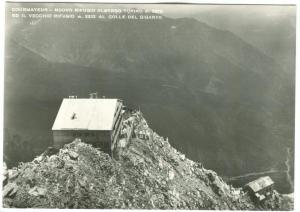 Italy, COURMAYEUR, Nuovo Rifugio Albergo Torino, unused real photo Postcard