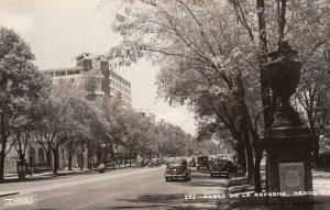 RP: Pasco De La Reforma , MEXICO D.F. , 30-40s