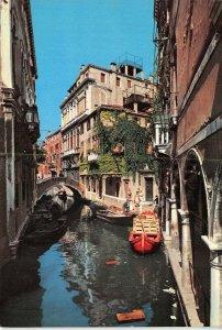 Giant Size Italy Postcard, Venice, Rio Widmann Canal Gondola 197x134mm OS221