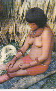 Colombia Amazonas India Yagua tejendo cabuya Native Yagua Indian Woman Nude T...