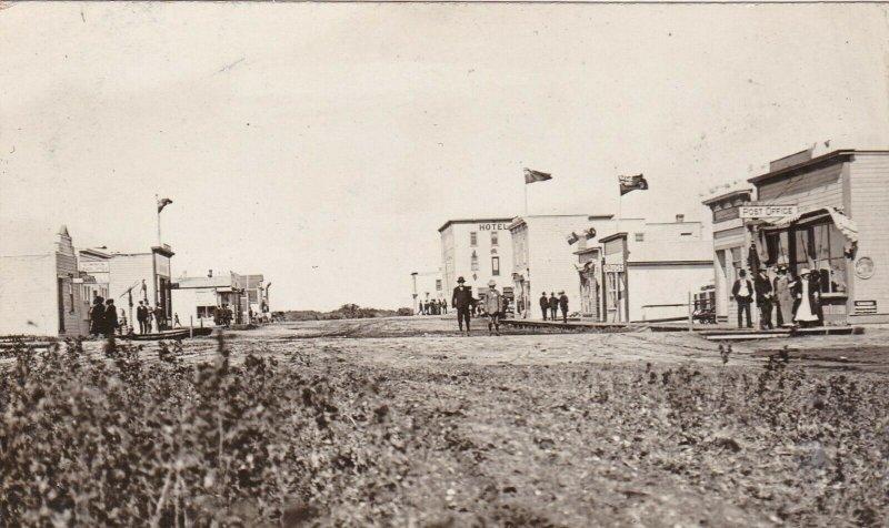 RP: WYNYARD , Saskatchewan , Canada , 00-10s ; Pacific Avenue (dirt)