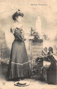 Offrande Printaniere Statue Postcard
