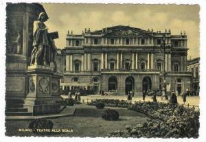 Milano, Italy, 30-40s, Teatro Alla Scala