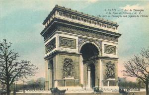 Paris France The Arc de Triomphe and Square de l`Etoile voitures classiques