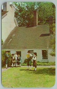 New Castle Delaware~Town Crier Stating Garden Of Old Dutch House~Vintage Postcar