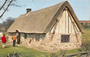 Yorkshire Postcard, The Cruck Hole, Ryedale Folk Museum, Hutton Le Hole Y61