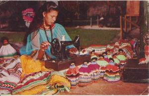 MIAMI FL - SEMINOLE INDIAN MAKING HANDICRAFTS / MUSA ISLE 1950s CLOSED
