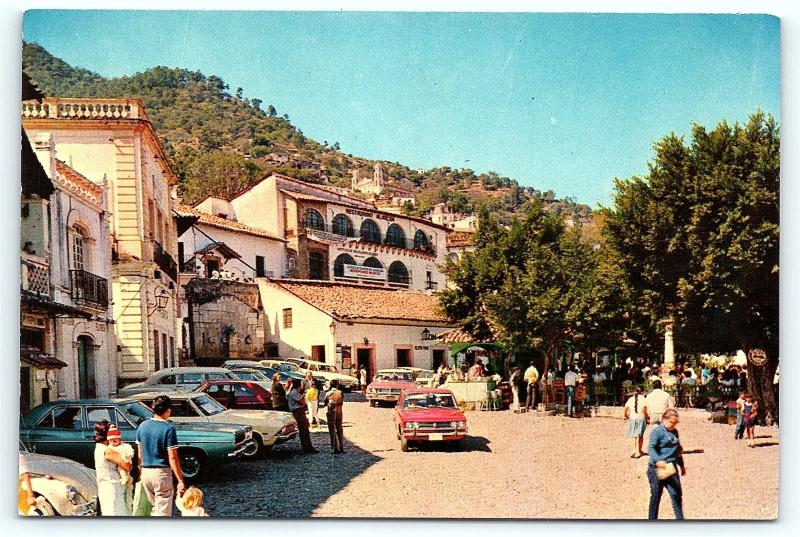 Postcard Mexico Taxco Plaza  Old Cars & Stores C9