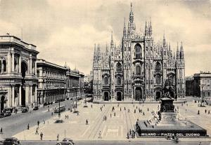 Italy Milano Place du Dome, The Dom Square Statue Monument Vintage Cars