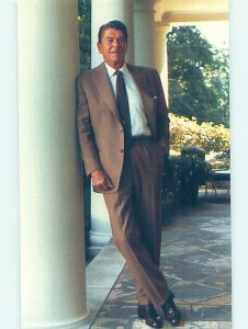 1980's PRESIDENT RONALD REAGAN AT OVAL OFFICE Washington DC AF1897-19