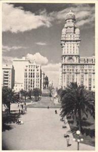 RP; Plaza Independencia, Palacio Salvo Montevideo, Republica de Uruguay, 10-20s