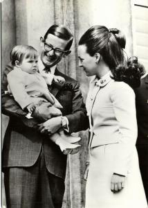 Dutch Princess Margriet and Pieter van Vollenhoven with Prince Maurits (1969) 2