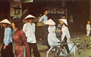 áo dài, Bicycle SOUTH VIETNAM Vietnamese Street Scene c1960s Vintage Postcard