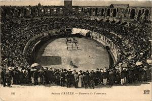 CPA ARLES Arenes d'Arles-Courses de Taureaux (339961)