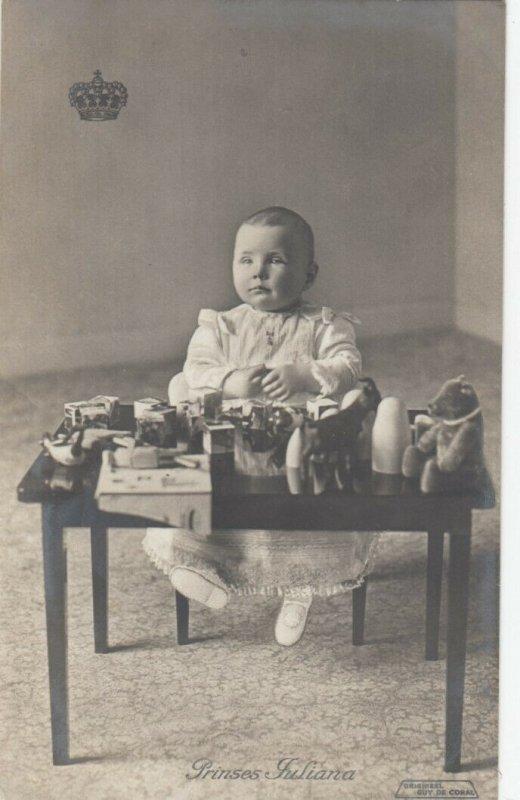 RP; NETHERLANDS, PU-1910; Toddler Princess Juliana playing with toys