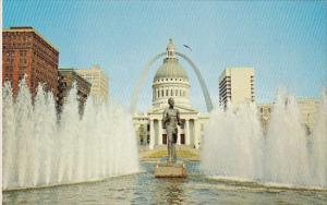Old Courthouse And Gateway Arch Jefferson National Expansion Memorial Saint L...