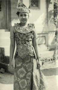 indonesia, BALI, Native Legong Dancer Girl Beautiful Dress (1940s) RPPC Postcard