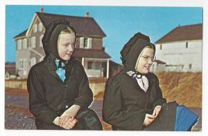 Amish Girls Mennonite Postcard Traditional Bonnets Clothing