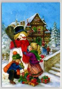 LITTLE GIRL n BOY make SNOWMAN near House Xmas EVE Russian New Postcard