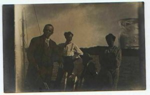 pc934 postcard Fisherman and woman