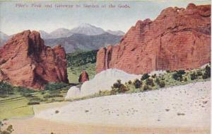 Colorado Pike's Peak and Gateway To Garden Of The Gods