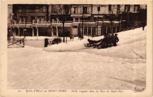 CPA Le Mont-Dore Petits Lugeurs dans les Rues du Mont-Dore (721390)