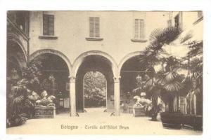 Cour De l´Hotel Brun, XVe Siecle, Bologna (Emilia-Romagna), Italy, 1900-1910...