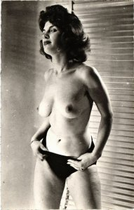CPA femme. NUDE RISQUE real photo (500183)