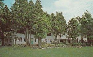 FENELON FALLS , Ontario, 1950-60s ; Cedar Villa Lodge