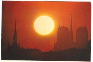 France, Paris, Crepuscule insolite sur la Sainte-Chapelle et Notre-Dame
