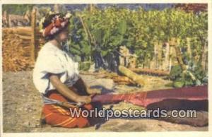 Nebaj Guatemala, Central America Tejedora Indigena Nebaj Tejedora Indigena
