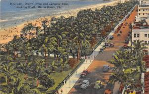 Fla. Miami, Ocean Drive and Lummus Park, Looking South, auto cars, voitures